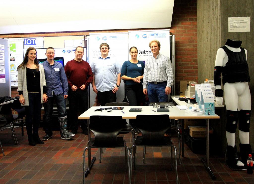 Die Forschungsgruppe HFE2H und an ihrem Stand auf der RWTH Wissenschaftsnacht 2015