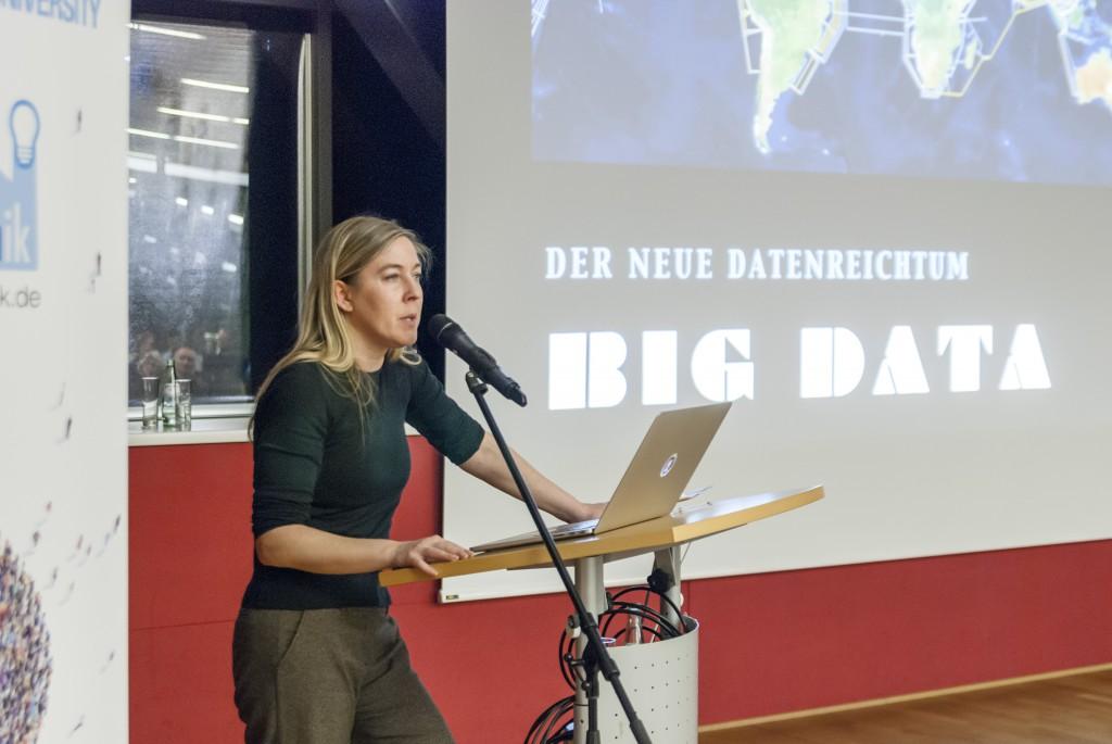 """Frau Dr. Constanze Kurz (Chaos Computer Club) während Ihres Vortrags zum Thema """"Big Data - Der neue Datenreichtum"""""""